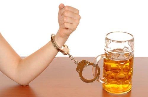 Adictia sau dependenta de alcool: tratament prin terapie virtuala