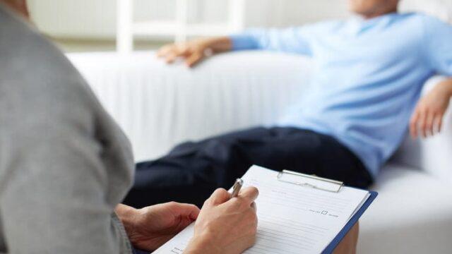 Interogatoriu socratic ii poate ajuta pe oamenii depresivi sa-si revina din aceasta stare