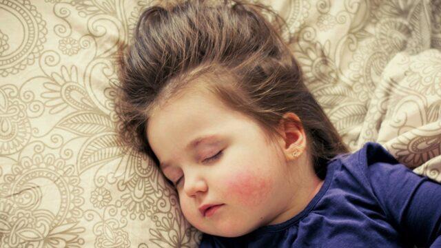 orele de somn ale celor mici