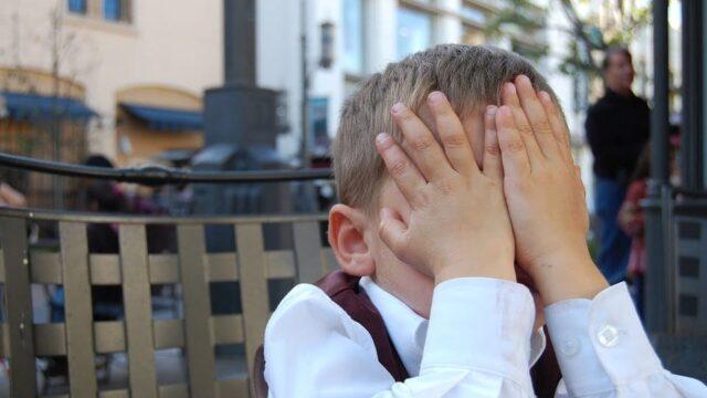 Timiditatea la copii: Cum putem sprijini un copil timid?
