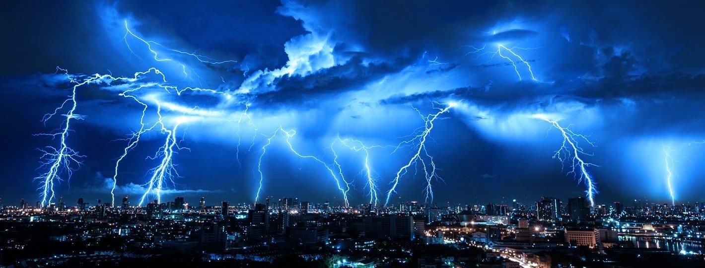 frica de tunete fulgere furtuni