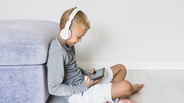 Fixarea ecranului si copiii cu ADHD: Cum sa-i indepartati pe copii de dispozitivele mobile