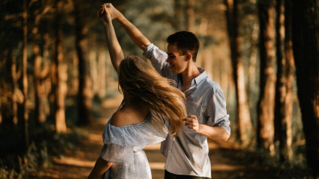 8 modalitati prin care iti poti imbunatati relatia de cuplu